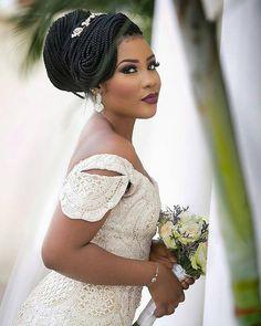 Trop belle ! ��@atunbi  Mise en beauté : @banksbmpro  #bride #bridallook #mariée #mariage #blacknwed #mariageafricain #tresses #wedding #weddingideas #jememarie #bridetobe #gettingmarried #instabride #instawedding http://gelinshop.com/ipost/1522929148325504869/?code=BUih_3YB6dl
