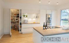 Küche in Scheuerfeld Elementa Laser Brilliant - Küchen Art GmbH Home Decor Kitchen, Kitchen Interior, Interior Design Living Room, Home Kitchens, Kitchen Cabinets Pictures, Kitchen Ceiling Lights, Kitchen Remodel, Sweet Home, New Homes