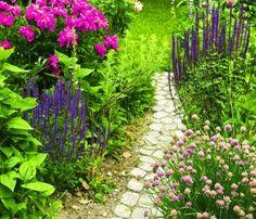 Gartenweg aus Stein im Garten anlegen - 15 interessante Ideen