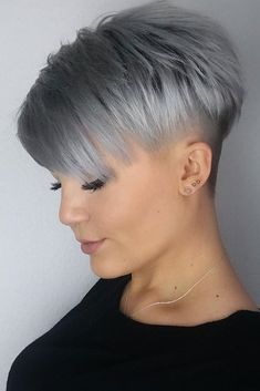 36 Latest Short Hair Trends for Winter 2017 - 2018 Cheveux courts gris Latest Short Hairstyles, Best Short Haircuts, Trending Hairstyles, Pixie Hairstyles, Pixie Haircut, Straight Hairstyles, Hairstyles 2016, Short Grey Hair, Short Hair Cuts For Women