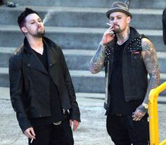 joel madden | Benji Madden and Joel Madden - Joel & Benji Madden Having A Smoke At ...