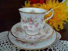 "PARAGON ""VICTORIANA ROSE"" Trio BONE CHINA MADE IN ENGLAND."