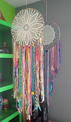 diy dream catcher How to Make a Dream-catcher Tutorial amp; Beautiful DIY Dream-catcher Inspiration Pack for Beginners homesthetics decor Los Dreamcatchers, Doily Dream Catchers, Dyi Dream Catcher, Diy Dream Catcher For Kids, Hippie Party, Diy And Crafts, Arts And Crafts, Crochet Dreamcatcher, Ideias Diy