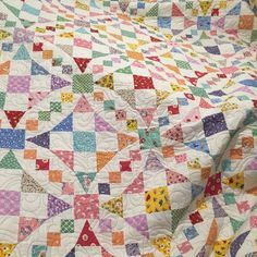 Emily's Wedding Quilt Pattern fm Fons&Porter by wesing on Quilting Board - Quilts - Wedding Bonnie Hunter, Antique Quilts, Vintage Quilts, Quilting Projects, Quilting Designs, F21, Mystery, Quilt Ladder, Scrap Quilt Patterns
