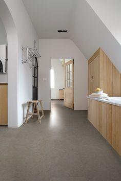 Modern Style Homes, Contemporary Style Homes, Linoleum Flooring, Kitchen Flooring, Cork Flooring, Beton Mineral, Interior Architecture, Interior And Exterior, Boutique Homes