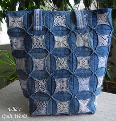 Ullas Quilt World: Quilted pouch and bag + Cathedral window quilt bag. The denim quilt bag: Diameter of a circle is 11 cm and Square is cm.Alan's quilt pattern - inset his shirt fabrics - Cathedral window quilt bag -Denim bag from Ulla's Quilt World- Cathedral Window Quilts, Cathedral Windows, Denim And Lace, Patchwork Bags, Quilted Bag, Denim Patchwork, Blue Jean Quilts, Denim Quilts, Lace Bag
