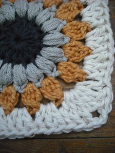 Purple Chair Crochet: Sunburst Granny Square (Free Pattern!) Adore this pattern, clearly! lol. Thanks so xox