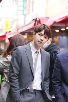 Meet STARS' recent news and exclusive contents on STARCAST! Handsome Asian Men, Handsome Boys, Asian Actors, Korean Actors, Lee Jong Suk Wallpaper, Kim Myungsoo, Nam Woo Hyun, Seoul Music Awards, Woollim Entertainment