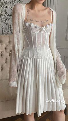 Elegant Dresses, Pretty Dresses, Vintage Dresses, Romantic Dresses, Aesthetic Fashion, Aesthetic Clothes, Fairytale Dress, Feminine Style, Colorful Fashion