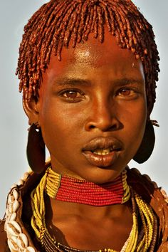 Hamar Girl from Ethiopia, her locs dressed with fat and red ochre ('assile') and twisted into crimson-colored dreads called 'Goscha', like dynasty women of ancient Egypt and Kush. African Tribes, African Women, African Art, Black Is Beautiful, Beautiful People, African Culture, Interesting Faces, African Beauty, People Around The World