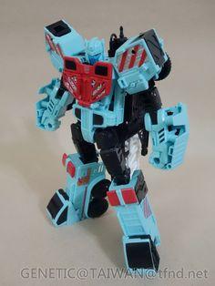 Transformers News: Transformers Combiner Wars Hotspot In Hand Transformers Robots, Transformers Prime, Cartoon Tv, Cartoon Shows, Transformer Party, Classic Tv, Neymar, Legos, Vintage Toys