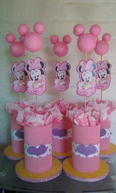 Centros de mesa minnie bebe Minnie Mouse Birthday Decorations, Minnie Mouse First Birthday, Baby Mickey Mouse, Minnie Mouse Baby Shower, Minnie Mouse Party, Mickey Baby Showers, Mickey E Minie, Martini, Mendoza