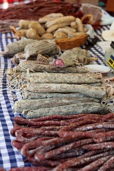Puesto de embutido por piezas/ Longaniza is a pork sausage (embutido) similar to a chorizo. It is popular in several regions of Spain,