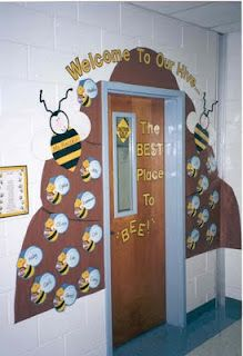 """Welcome To Our Hive: The Best Place to BEE!"" - Use brown construction paper to create a hive around your classroom door and then glue bees with your students' names written on them onto the bee hive. Bee Bulletin Boards, Back To School Bulletin Boards, Preschool Bulletin Boards, Classroom Welcome Boards, Classroom Displays, Classroom Themes, Garden Theme Classroom, School Displays, School Classroom"