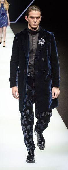 Emporio Armani Fall-winter - Ready-to-Wear Emporio Armani, Giorgio Armani, Young Fashion, Fashion Art, Fashion Trends, Men Fashion, Mens Essentials, Womens Fashion Sneakers, Stylish Men