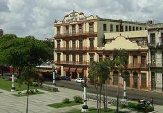 La Real Fabrica de Tabacos Partagás es la mas antigua y famosa de La Habana y fué fundada en 1845 por el español Jaime Partagás. En ella trabajan en la actualidad más de 400 cigarreros y cigarreras que producen las marcas de puros mas famosas de Cuba, como Montecristo y Cohiba.