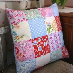 patchwork cushion Patchwork Cushion, Patchwork Bags, Quilted Pillow, Cushions To Make, Cushions On Sofa, Cat Cushion, Cushion Covers, Homemade Quilts, Christmas Living Rooms