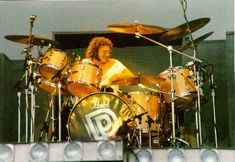 Ian Paice, my biggest influence and the only member of Purple to play on every single song they've recorded since I saw them in Pearl Drums, King Crimson, How To Play Drums, Psychedelic Rock, Progressive Rock, Drum Kits, Music Guitar, Drummers, Deep Purple