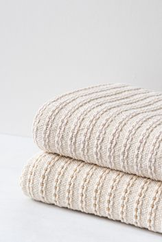Cotton Blankets, Linen Bedding, Bed Linens, Cozy House, Home Living Room, Cable Knit, Home Accessories, Classic Style, Shabby Chic