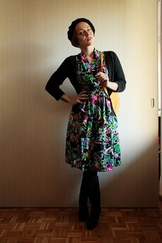 The Freelancer's Fashionblog styled the Charlotte Dress in Retro Floral with a cardigan and tights! #trashydivaretrofloral #trashydivacharlottedress