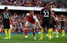 AP                  Published 1:17 p.m. ET April 2, 2017 | Updated 23 minutes ago       Shkodran Mustafi celebrates his goal that made it 2-2.(Photo: Clive Rose, Getty Images)     LONDON (AP) — Arsenal twice fought back to hold Manchester City 2-2 in the Premier League on Sunday...  http://usa.swengen.com/arsenal-rallies-back-twice-to-draw-with-manchester-city/