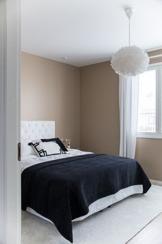 makuuhuoneen sisustus, klassinen koti, classic interior, bedroom decor Koti, Villa, Lifestyle, Bed, Furniture, Home Decor, Decoration Home, Room Decor, Home Furniture