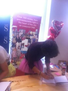 harry styles in his manly pink tutu during signing :'D hazza, harreh, one direction, Harry Styles, Harry Edward Styles, Louis Tomlinson, Mala Persona, Babe, Five Guys, The Girlfriends, Hello Hello, Pink Tutu