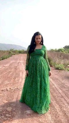Girls Frock Design, Fancy Dress Design, Stylish Dress Designs, Designs For Dresses, Party Wear Indian Dresses, Designer Party Wear Dresses, Dress Indian Style, Fashion Show Dresses, Indian Fashion Dresses