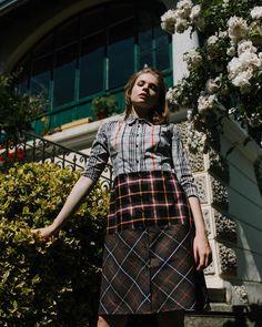 Marie genießt die Sonne in unserem bequemen Patchwork Kleid!🎋🌹 _ @marie.joerg  @calicadoo  @nadjatschinder_makeupandmore High Fashion, Punk, Patchwork Dress, Sun, Gowns, Couture, High Fashion Photography, Punk Rock, Haute Couture