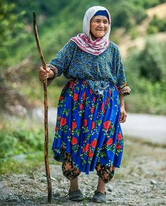 Simply Beautiful, Beautiful World, Beautiful People, Happy Old People, People Poses, Color Of Life, Old Folks, People Around The World, Old Women