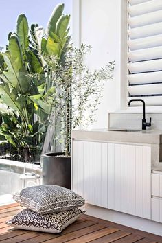 Excellent Private City Garden Design Ideas With Beach Vibes 47 Home, Outdoor Kitchen Design, Outdoor Entertaining Area, Interior And Exterior, Outdoor Dining, Outdoor Kitchen, Outdoor Rooms, Garden Design, Outdoor Design