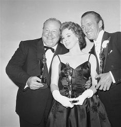 """1959: Three of the four top Oscar winners at Hollywood's annual Academy Awards presentations, held their golden statuettes after the April 6, 1959 show. Left to right: Ballad singer Burl Ives, Best Supporting Actor for """"The Big Country,"""" Susan Hayward, Best Actress for """"I Want to Live"""" and David Niven, Best Actor in """"Separate Tables."""""""