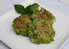 Vegetables for breakfast? These delicious, easy-to-make fritters make it easy to have vegetables with your morning meal. Baby Food Recipes, Whole Food Recipes, Snack Recipes, Snacks, Pea Fritters, Joe Cross, Morning Food, Plant Based Diet, Safe Food
