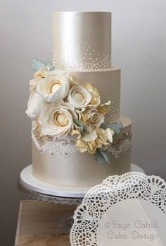 36 Wedding Cake Ideas with Luxurious Floral Designs: http://www.modwedding.com/2014/10/24/36-wedding-cake-ideas-luxurious-floral-designs/ Featured Wedding Cake: Faye Cahill Cake Design;