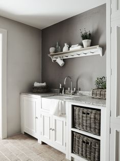Designing a utility room, whether to complement an open plan kitchen diner or as part of a new kitchen extension? Have a read of these fab ideas. Boot Room Utility, Small Utility Room, Utility Room Storage, Utility Room Designs, Laundry Room Storage, Storage Room, Storage Ideas, Organization Ideas, Laundry Shelves