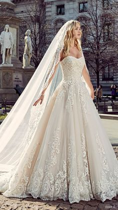 Vintage lace sweetheart neckline wedding dress