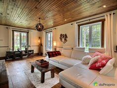 Maison COUP DE COEUR! Maison québécoise offrant beaucoup de luminosité et une belle vue sur l'extérieur! Construite en 2001, elle est la réplique d'une maison ancestrale, en plus d'être située sur un terrain aménagé et bordé d'un sous-bois.Décoration intérieure de style rustique chic. Magnifique cuisine conçue et réalisée par un artisan. Plafonds de bois et nombreux encastrés au rez-de-chaussée. Au...