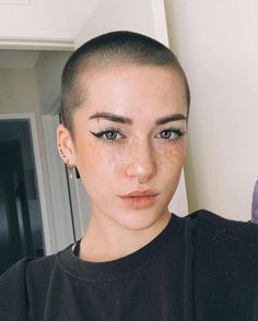 girls with shaved heads round face ~ girls with shaved heads - girls with shaved heads before and after - girls with shaved heads aesthetic - girls with shaved heads round face - girls with shaved heads undercut - girls with shaved heads hairstyles Shaved Head Styles, Shaved Head Women, Girls With Shaved Heads, Girl Shaved Hair, Bald Head Women, Shaved Hair Cuts, Cut My Hair, New Hair, Buzzed Hair Women