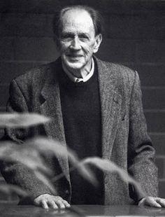 Ramon Margalef (1919-2004).   biòleg català, que va destacar pel seu treball en els camps de la limnologia, oceanografia i ecologia. És considerat un dels científics més importants de Catalunya de tots els temps i un dels pilars de l'ecologia del segle XX a nivell mundial.
