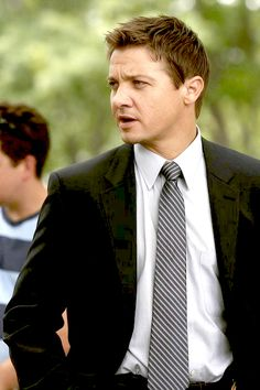 Jeremy Renner as Detective Jason Walsh