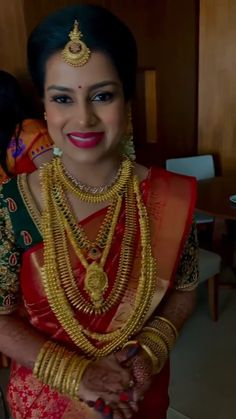 Bridal Sarees South Indian, Indian Bridal Outfits, Indian Bridal Fashion, Bridal Dresses, Beautiful Indian Brides, Beautiful Girl In India, Bridal Jewelry, Gold Jewelry, South Indian Wedding Hairstyles