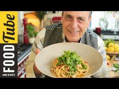Gennaro's bucatini tuna pasta recipe is a delicious as it is easy; a beautiful Italian dish that you can try for yourself here at Jamie Oliver. Italian Pasta Recipes, Best Italian Recipes, Italian Cooking, Italian Dishes, Pasta With Tuna Sauce, Tuna Pasta, Gennaro Contaldo Recipes, Easy Spaghetti Carbonara, Bucatini Pasta