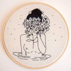 Bordado livre, baseado na ilustração da tatuadora Bru Simões ❤ #bordadolivre  #handembroidery  #handmade  #feitoamao #embroidery…