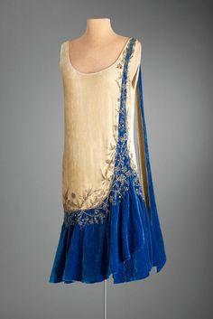 1925 Evening dress, Mme Frances, Inc, New York 20s Fashion, Fashion History, Art Deco Fashion, Look Fashion, Vintage Fashion, Fashion Design, Club Fashion, Victorian Fashion, Gothic Fashion
