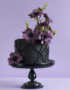 Unusual Tools for Cake Design Black Wedding Cakes, Beautiful Wedding Cakes, Gorgeous Cakes, Pretty Cakes, Amazing Cakes, Purple Black Wedding, Camo Wedding, Floral Wedding, Wedding Flowers