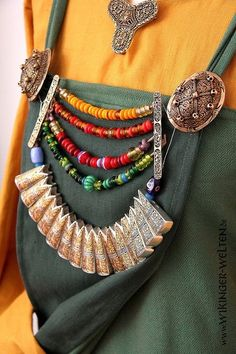 Replica Gotland necklace with glas beads und fish tail pendants