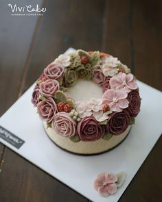 Rice Flower cake . . . www.vivi-cake.com . . #flowercake #korea #design #cake #flowercakeclass #cakeclass #flowers #riceflower #koreaflowercake #koreanflowercake #piping #rice #riceflowercake #wilton #wiltoncake #koreanbuttercream #flowers #baking #vivicake #cupcake #seoul #hongdae #cakeicing #플라워케이크 #떡케이크 #플라워케이크떡케이크 # Amazing Wedding Cakes, Amazing Cakes, Buttercream Flower Cake, Cakes For Women, Edible Cake, Rice Cakes, Floral Cake, Gorgeous Cakes, Dessert