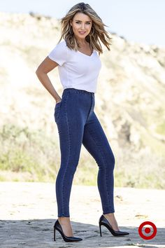 For comfort and total style, look no further than the Dannii Minogue Petites Jeggings. Styled to flatter your figure and made to stretch, they look just like jeans but with the comfort of leggings.