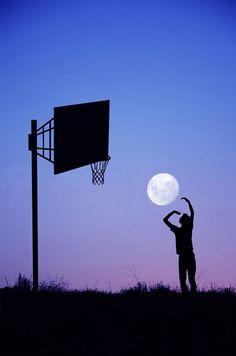 満月を別のものに見立てた幻想的なフォトアート