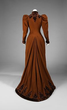 Dress, Afternoon     ca. 1892  Wonderful pleat with such a heavy but soft train!